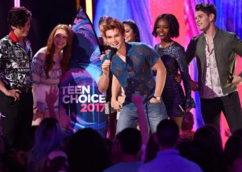 The Riverdale cast accepting their award for Choice Drama TV Show and Choice Breakout TV Show (Source - Invision/AP)